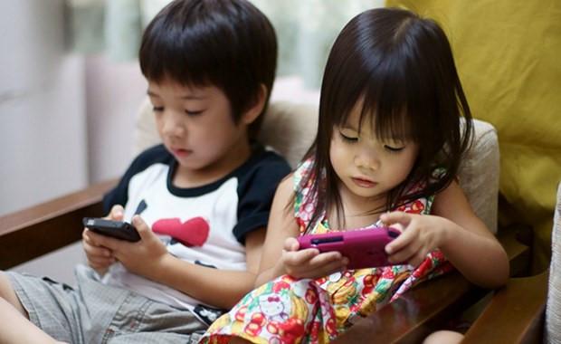 tác hại khi để trẻ em sử dụng điện thoại